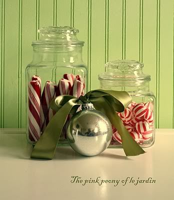 Easy enough...Christmas candy in Dollar Store glass jars...: Winter Pictures, Christmas Jars, Christmas Winter, Christmas Candy, Candy Canes, Christmas Decor, Christmas Ideas, Candy Jars, Christmas Vignettes