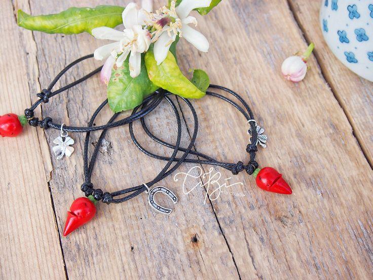 Bracciale porta fortuna con peperoncino rosso- regalo ideale per Lei, per amiche, per universitari di CibHandmade su Etsy