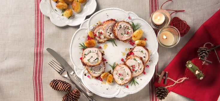 Gebraden kalkoen met ricotta van Galbani, kastanjes en granaatappel. Met dit gerecht zet je de herfst op tafel.- Vraag aan de slager om een plak kalkoenvlees af te snijden dat groot genoeg is o...