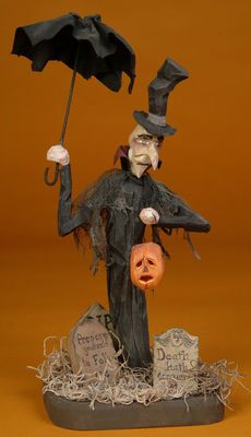 Halloween folk art wood carving...looks like a Vaughn Rawson piece.