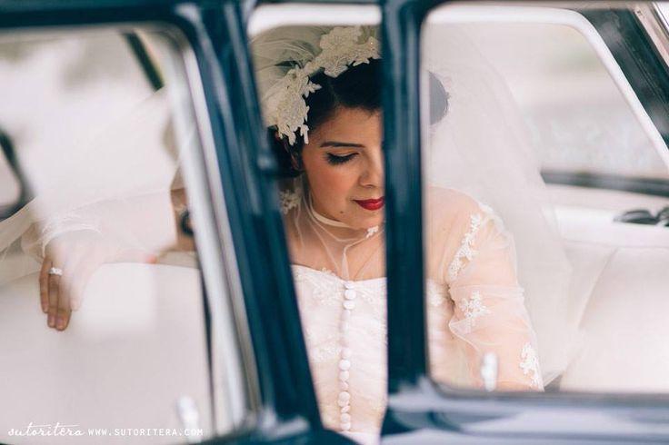 Sydney wedding | Bride in elegant vintage look | Photo by Sutoritera | www.sutoritera.com