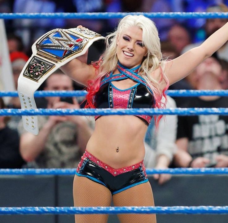 Former 2x Smackdown Women's Champion