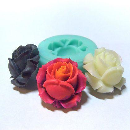 Форма, молд `Бутон розы` (арт.: 30). Силиконовая форма предназначена для изготовления изделий из пластики / полимерной глины и других материалов методом вдавливания, либо методом заливки.    Получается пышный бутон розы.