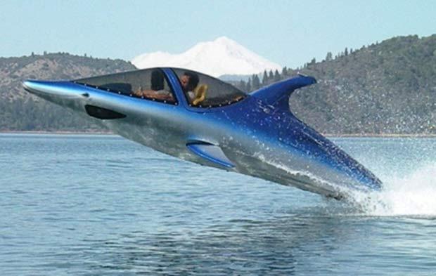 Submarino com cara de golfinho