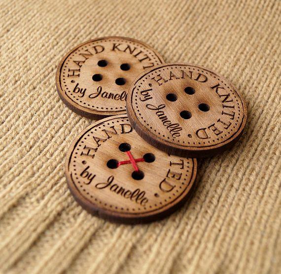 Personalizada de botones de madera, botones de madera personalizado para los artículos de punto y de ganchillo, botones, botones de madera, etiquetas de madera, botones logo, 25 pc. Nuestros botones de madera están hechas de madera de espesor de 3mm y son laser grabado con el