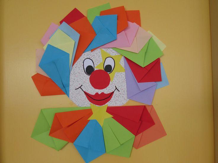Šaško z farebného papiera.