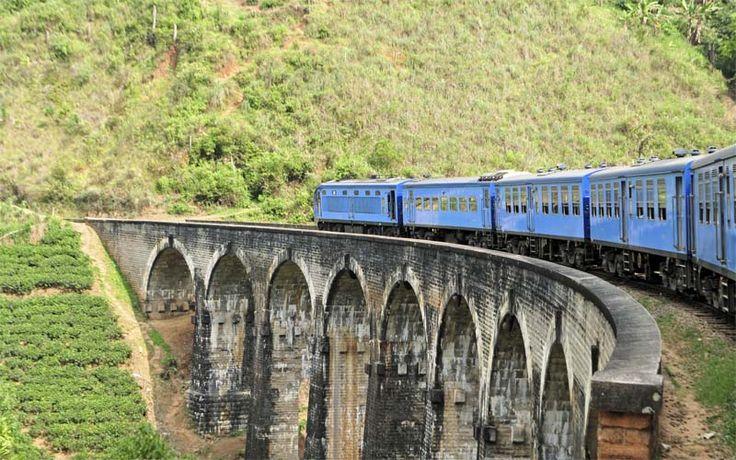 Per trein van Kandy naar Nuwara Eliya is een geweldige beleving! Een prachtige rit door de bergen en langs theeplantages. Rondreis - Vakantie - Sri Lanka - Nuwara Eliya - Treinreis - Theevelden
