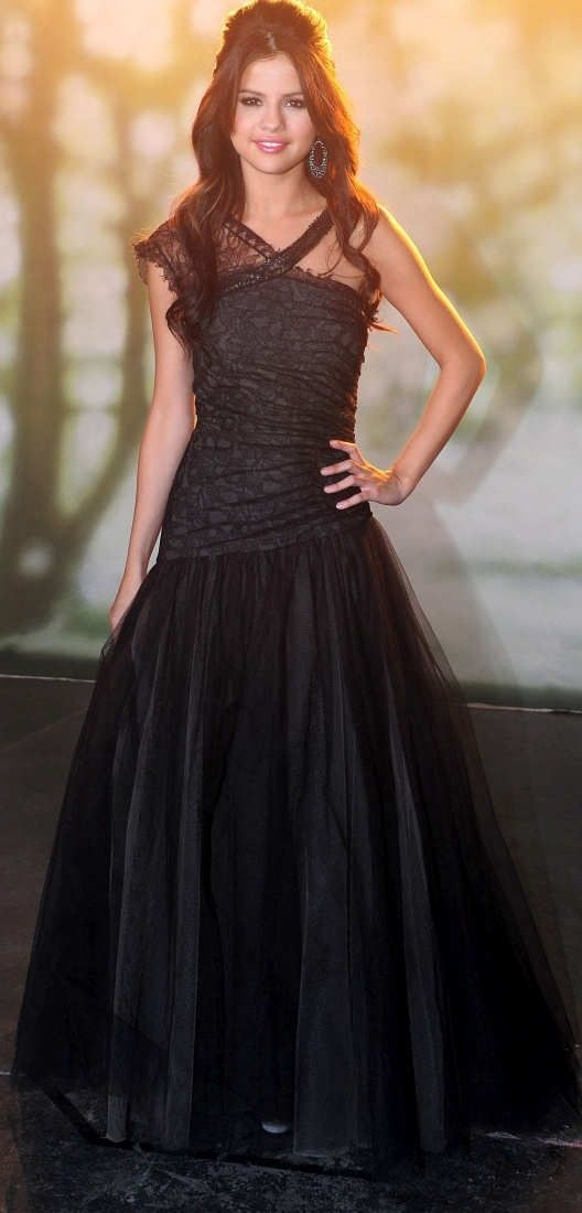 :::::SUJITH SPOT:::::: Selena Gomez in beautiful black outfit - Awesome dress!