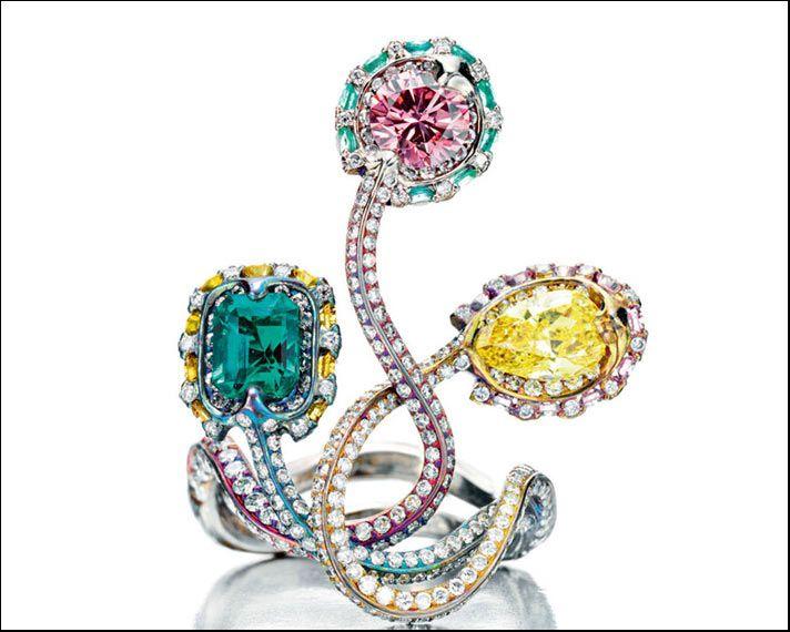 Wallace Chan, anello Snake Trilogy in titanio e diamanti gialli e rosa e smeraldi