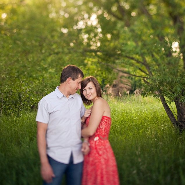 Photography:  16 Stress free poses for COUPLES / ENGAGEMENT photos with great TIPS!