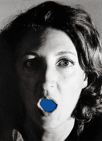 Helena Almeida conjuga a fotografia e o desenho. Derivando consequentemente de uma obra posterior da década de 70 pois nessa altura questionou o desenho, que se tornou balão de ensaio para o que estava esta para vir.