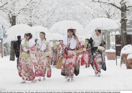 世界に報じられる「成人の日」の日本の美 traditional kimonos on coming of age day