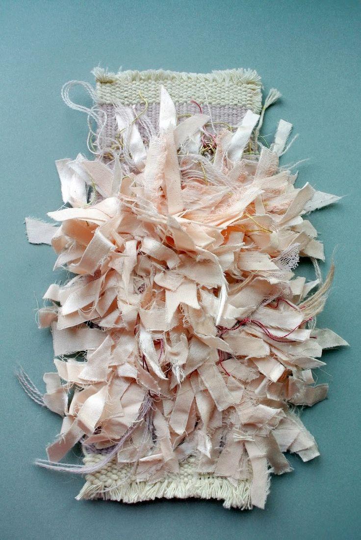 Tissage métier basse-lice d'Aubusson  Coton, satin de soie, laine et dentelle.