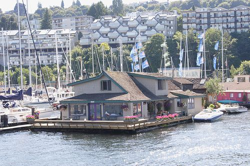 """Lake Union houseboats including the """"Sleepless in Seattle"""" houseboat as seen from the Ride the Ducks tour."""