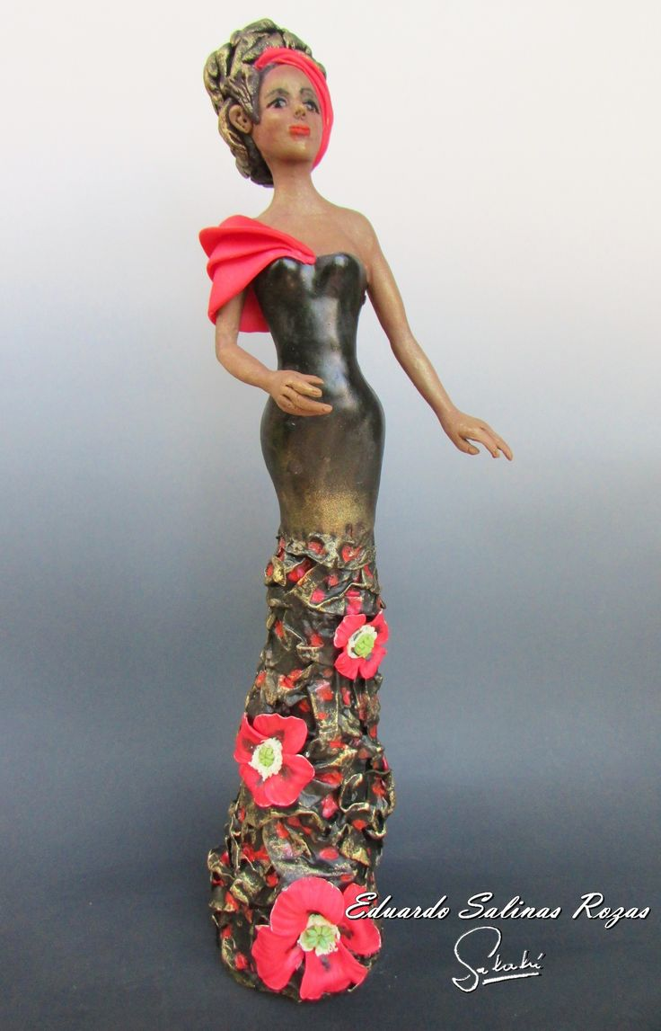 Sarabi. Escultura estilizada altura 47 cm.