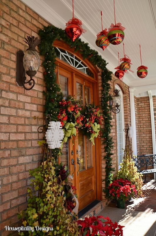 Beautiful christmas front porch housepitality designs for Pictures of beautiful front porches