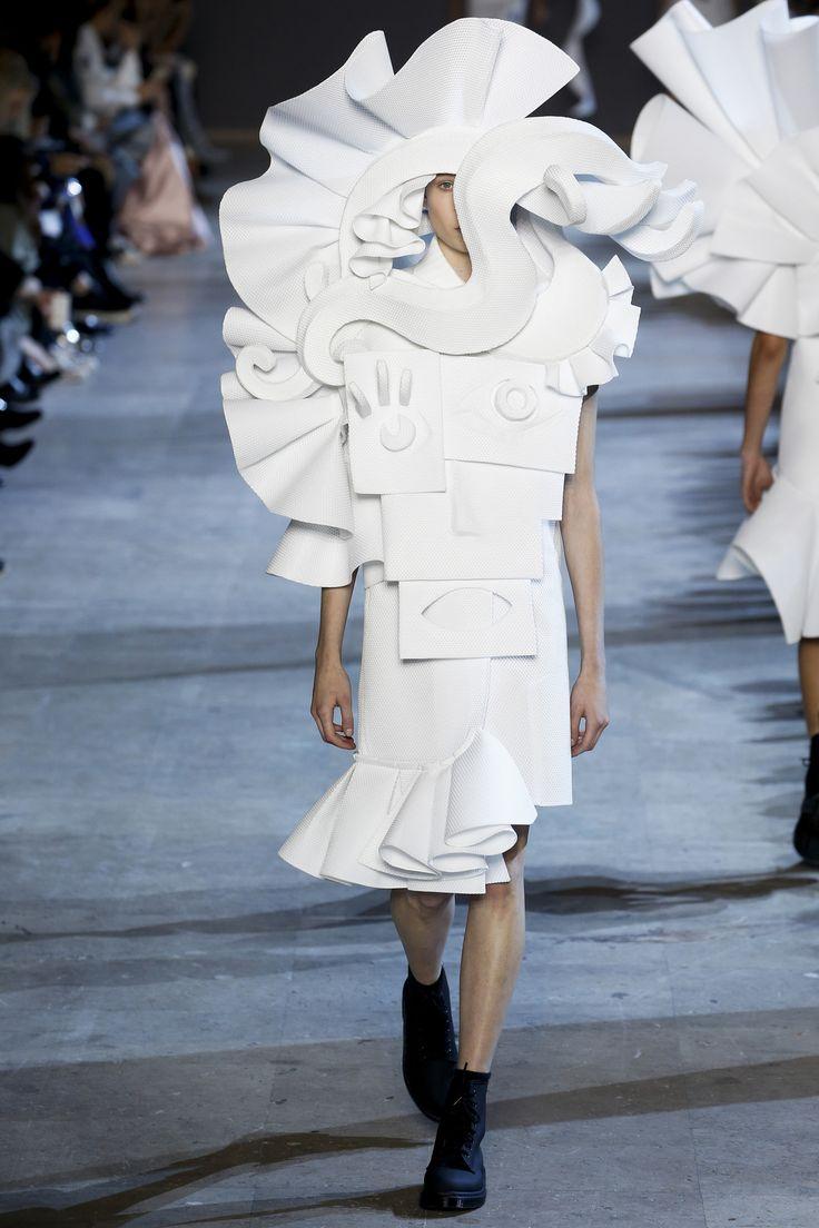 Défilé Viktor&Rolf Haute Couture printemps-été 2016