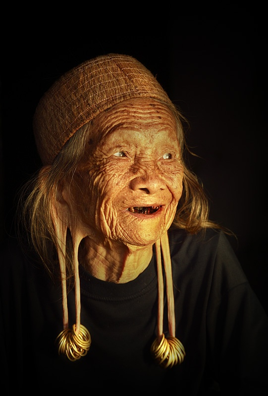 Old woman from Dayak Kenyah tribe