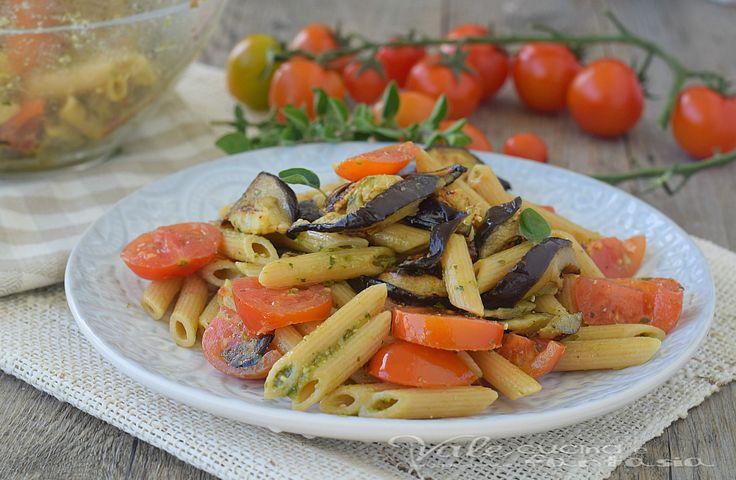 PASTA INTEGRALE CON MELANZANE E PESTO primo piatto leggero, facile e gustoso, si prepara in poco tempo, e sazia ma senza appesantire.