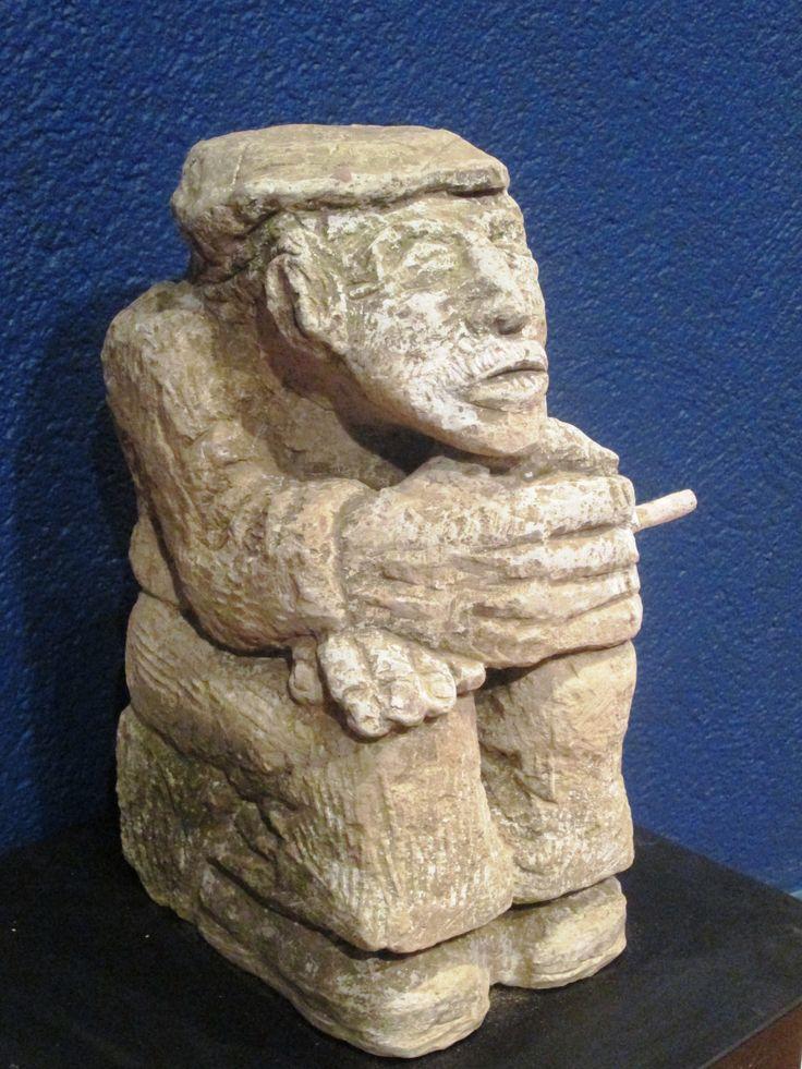 Vecchio con sígaretta cm 42 x 24 x 17 Ignimbrite verde  Anno 1999