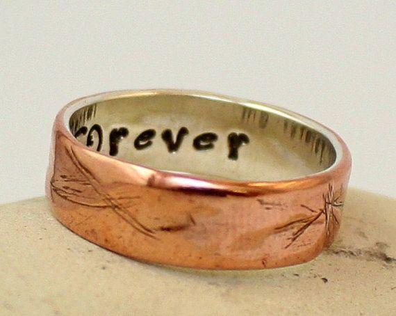 Weitere DESIGNS von ARKETIPO handgemachten Schmuck finden Sie hier: http://www.etsy.com/shop/ARKETIPO ……………… Dieser Ring ist HANDGEFERTIGT, ganz von selbst in meiner Werkstatt.  Hergestellt aus Sterling silber und Kupfer, entworfen, gehämmert und von hand gefertigt.  Dieser Ring ist ca. 7mm breit und 2mm dick (wenn Sie den Ring sein wollen wenden Sie sich mehr oder weniger breit erstens bei mir).  Passen Sie es (optional): Sie können Wörter oder Zahlen innerhalb der Ring ...