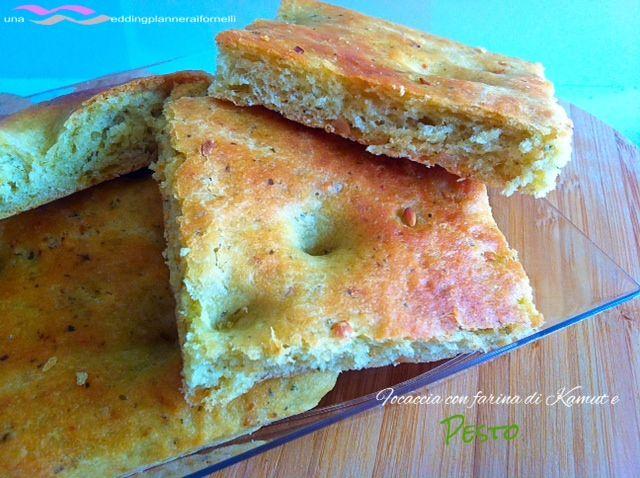 Focaccia con farina di Kamut e pesto.  La ricetta la trovi qui --->  http://blog.cookaround.com/weddingplanneraifornelli/focaccia-con-farina-di-kamut-e-pesto/