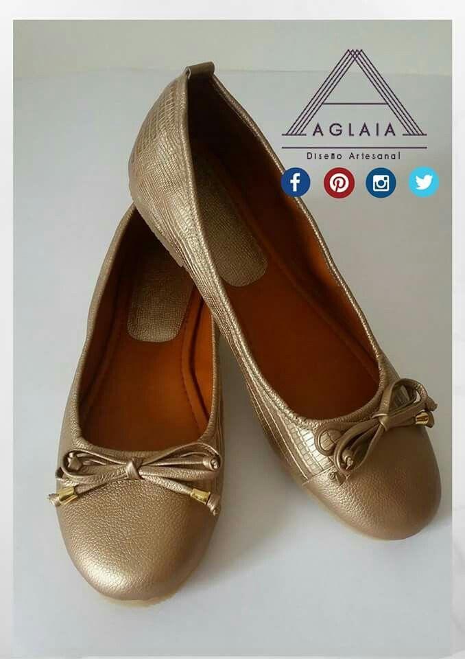 #ConoceAGLAIA  #AGLAIArtesanal  @aglaiartesanal  ¡ Lleva AGLAIA a dónde vayas!  Diseños personalizables, 100 % cuero y fabricados por artesanos Caleños.