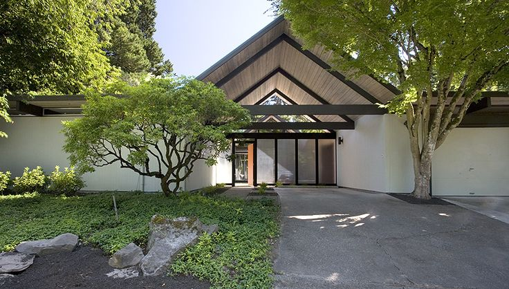 """This home is for sale in Portland for $535k. My first thought was, """"I didn't know Eichler built up there"""". Turns out he didn't and this was built by Bob Rummer. Here is a…"""