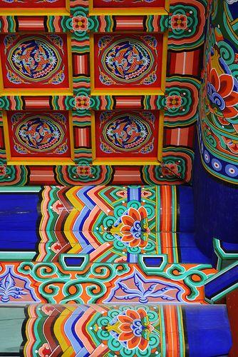 Gyeongbokgung Palace, Seoul - inside patterns.
