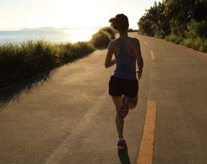 Din kropp fungerar väldigt annorlunda när du springer, jämfört med när du vilar. Din kroppstemperatur stiger när du springer, pulsen ökar, och mer blod pumpas till musklerna. Om du plötsligt slutar springa och går direkt till en vilofas finns det en risk för att du chockar kroppen – att till exempel låta överflödigt blod vara...