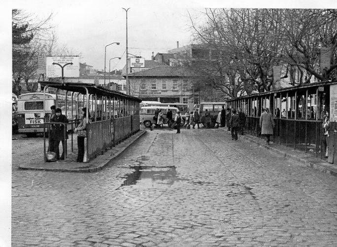 Kadıköy İskelesi ve Otobüs durakları 1970 başları...Arkada Defterdarlık binası görünüyor...  #istanlook