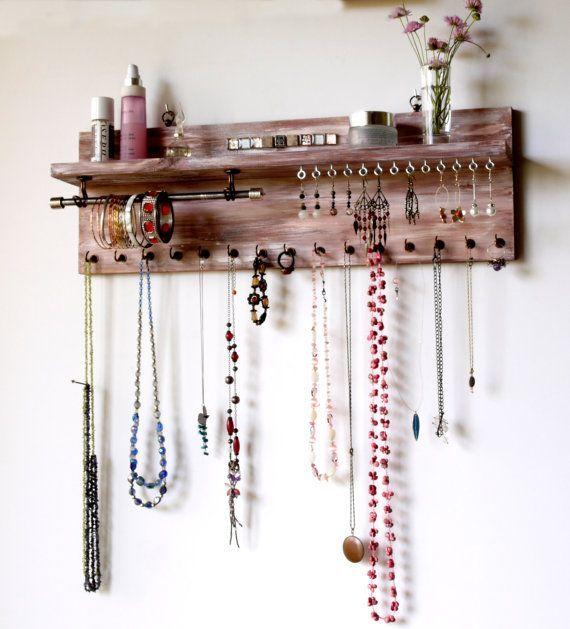 Schmuckorganisator mit Regal. Ohrringe werden von FineArtHolders hergestellt