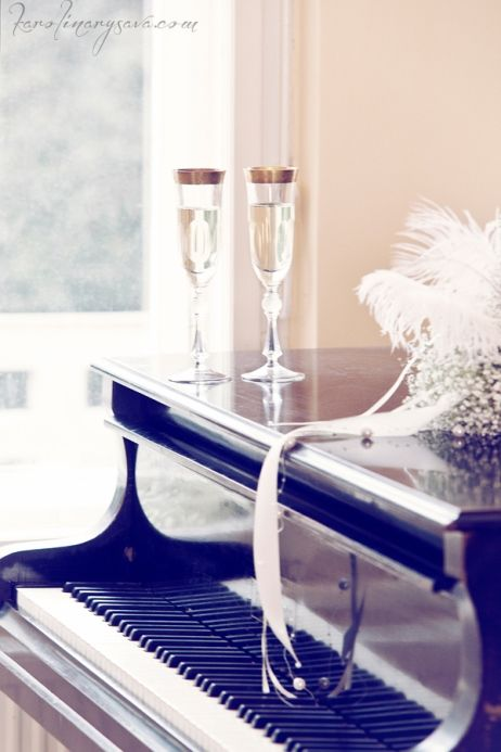 wedding, piano, vintage, belle epoque, czech republic, eventista, champagne, bouquet, props