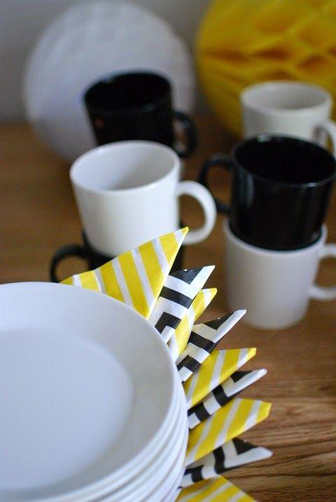 DecoDreamer's Diary: party, table setting, tableware, napkins, yellow, black-and-white, juhlat, kattaus, juhlakattaus, servetit, keltainen, mustavalkoinen