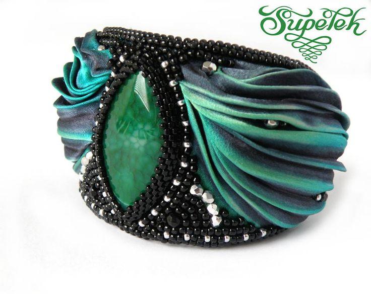 Bransoleta - haft koralikowy z jedwabiem shibori. Bracelet Dragon's Eye - bead embroidery, shibori silk ribbon