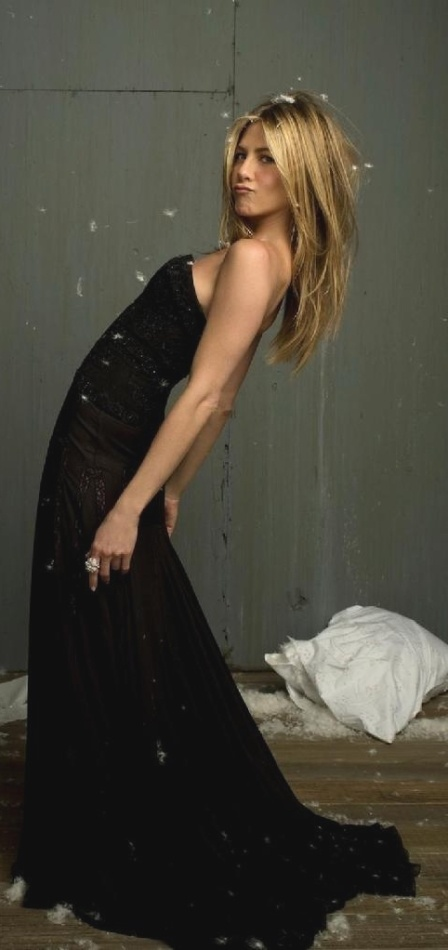 Jennifer Aniston ~ pose