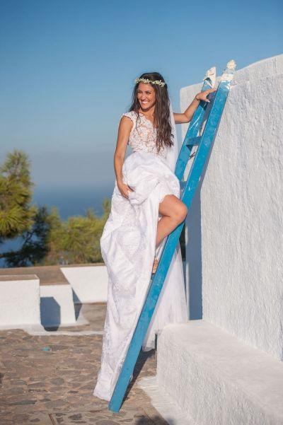 Creative bridal portraits in Santorini. See more http://photographergreece.com/el/photography/wedding-stories/465-a-lovely-greek-couple-in-santorini