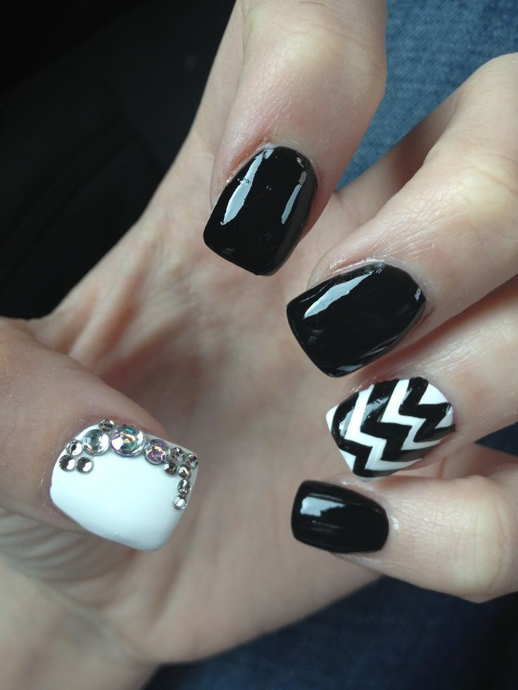 Don't let anyone dull your sparkle ♡: Nails Art, Nails Design, Black And White, Black White, Black Nails, Nails Ideas, White Chevron, Bling Nails, Chevron Nails