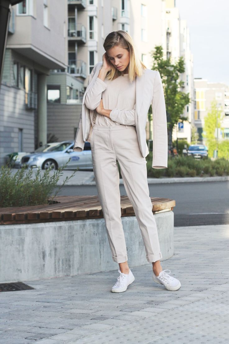 In contrast to what I wore on Thursday, I went for a light colored suit today. I have been looking for a suit in linen (would love a light beige one, just like this), but it seems like an inextrica…
