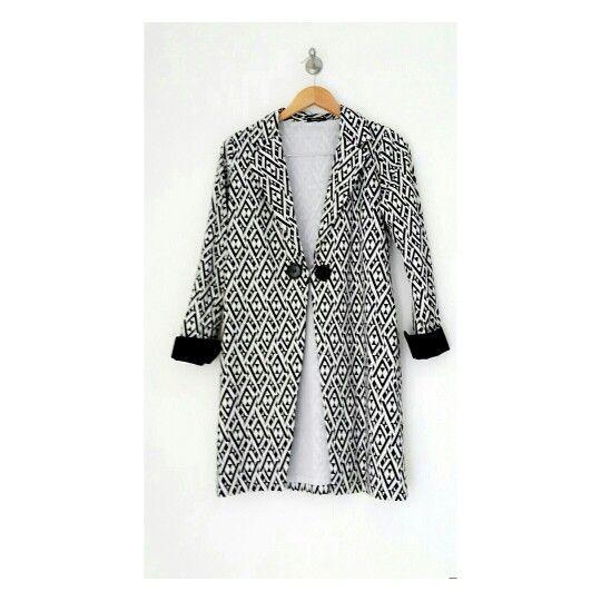 Steal the look with Chic Tribal Coat #identity #blackandwhite #coat #hijab #hijabfashion #dailylooks #coat #blazer