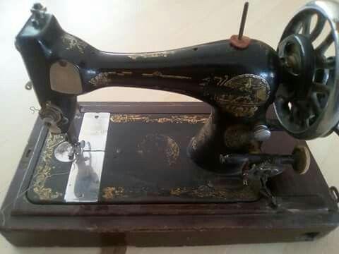 Antique Singer swing machine cerca 1900 costs 100€