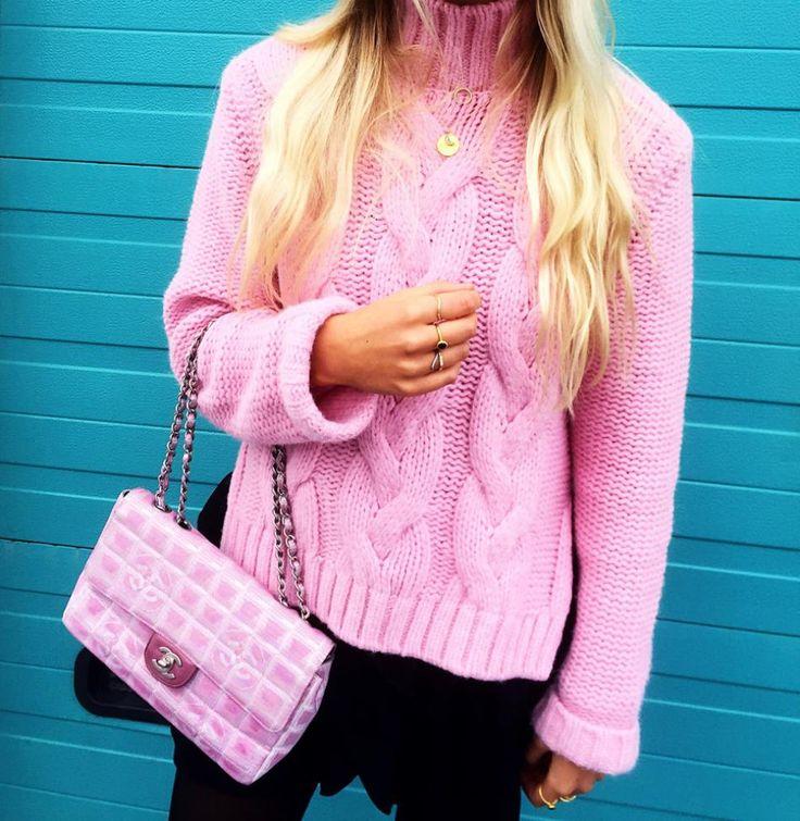 #hviskstylist #hvisk #commedesgarcons #stripes #fashion #blonde #girl #girly #style #stylish #emmabukhave #pink #ganni #pinkknit #chanel #chanelbag