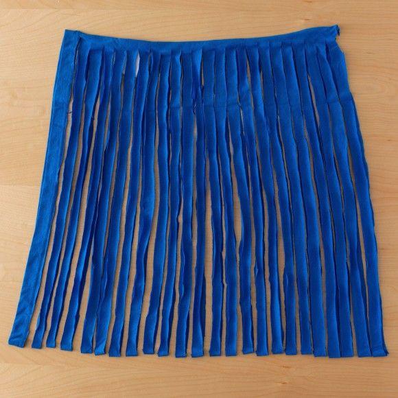 Le trapilho est un fil de jersey de coton roulotté, qui se prête à nombre de créations. On le trouve en pelote mais on peut aussi le fabriquer soi-même à partir de tee-shirts recyclés : ...
