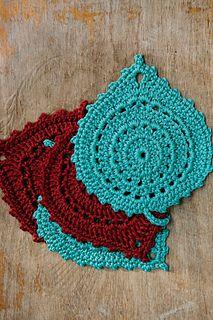 Leaf Coasters from Inside Crochet, Issue 50, 2014 ༺✿ƬⱤღ  https://www.pinterest.com/teretegui/✿༻