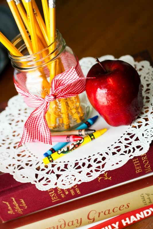 Best 25 school centerpieces ideas on pinterest for Back to school decoration ideas for teachers