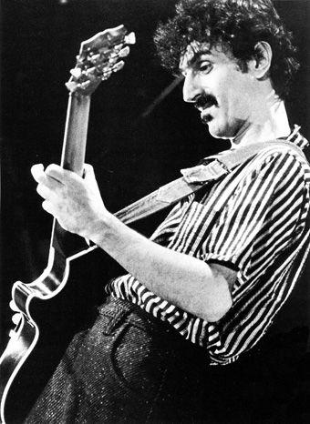 Pix For > Frank Zappa Live
