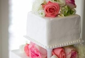 The Southern Wedding Tradition of Cake Pulls