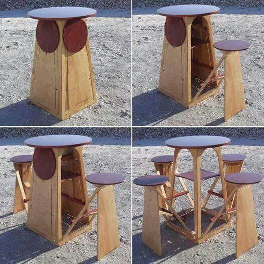 Mesa con sillas plegables