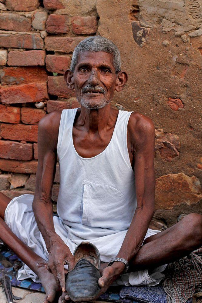 Cobbler at work, Khandela