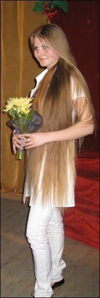 """Победительница конкурса """"Длинная коса — девичья краса"""" Юлия Мирная . Длину волос она никогда не мерила из-за суеверия"""